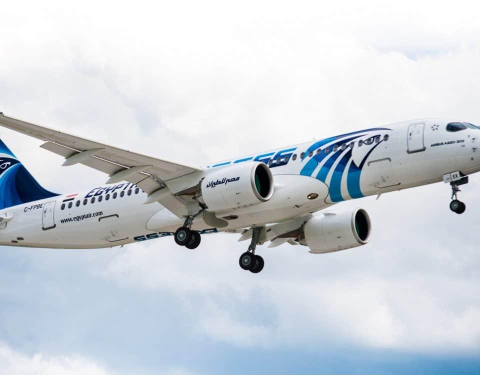 ليموزين مطار القاهرة الدولي وطائرة إيرباص المميزة